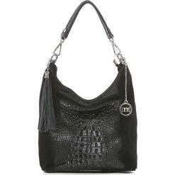 Skórzana torebka w kolorze czarnym - 26 x 28 x 12 cm. Czarne torebki klasyczne damskie Mia Tomazzi, z materiału. W wyprzedaży za 272,95 zł.