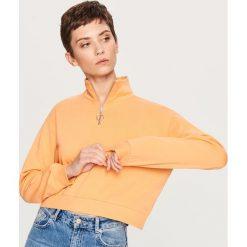 Krótka bluza ze stójką - Pomarańczo. Szare bluzy damskie marki Reserved, l, z krótkim rękawem, krótkie. W wyprzedaży za 34,99 zł.