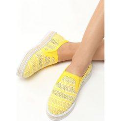 Żółte Espadryle Teardrops. Żółte espadryle damskie marki Born2be, moro, na płaskiej podeszwie. Za 49,99 zł.