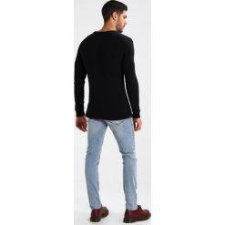 Denham RAGLAN CREW Sweter black. Czarne swetry klasyczne męskie Denham, l, z bawełny. Za 419,00 zł.