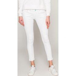 Pepe Jeans - Jeansy Ripple. Białe jeansy damskie Pepe Jeans, z bawełny, z obniżonym stanem. W wyprzedaży za 299,90 zł.