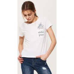 T-shirty damskie: T-shirt z kieszonką – Biały