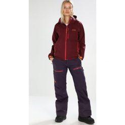 PYUA BREAKOUT 2.0 Kurtka snowboardowa burgundy red. Czerwone kurtki damskie narciarskie PYUA, xs, z materiału. W wyprzedaży za 1511,10 zł.