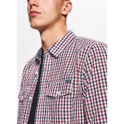 Koszula w drobną kratkę BASIC - Czerwony. Czerwone koszule męskie w kratę marki Cropp, l. Za 69,99 zł.
