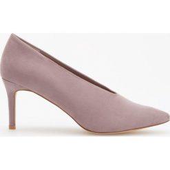 Czółenka na średnim obcasie - Fioletowy. Fioletowe buty ślubne damskie marki Reserved, na średnim obcasie. Za 119,99 zł.
