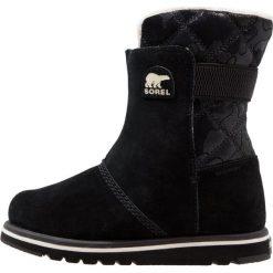 Sorel RYLEE CAMO Śniegowce black/light bisque. Czarne buty zimowe chłopięce Sorel, z materiału. Za 359,00 zł.