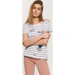 T-shirty damskie: T-shirt z naszywkami – Biały