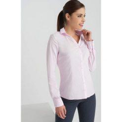 Odzież damska: Koszula z dekoltem V