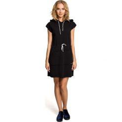 Sukienki dresowe: Mini sukienka dresowa z kapturem – czarna