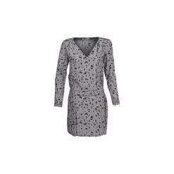 Sukienki krótkie See U Soon  DUCOSI. Niebieskie sukienki mini marki See u Soon, s, z krótkim rękawem. Za 263,20 zł.