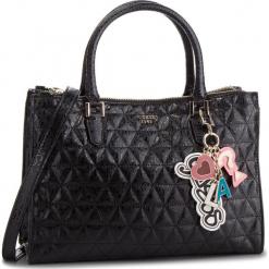 Torebka GUESS - HWSG71 81070 BLA. Czarne torebki klasyczne damskie Guess, z aplikacjami, ze skóry ekologicznej. Za 699,00 zł.