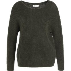 Swetry klasyczne damskie: Moss Copenhagen Sweter grape leaf/black thread