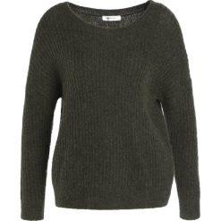 Swetry damskie: Moss Copenhagen Sweter grape leaf/black thread