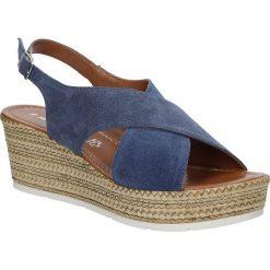 Sandały niebieskie welurowe na koturnie Marco Tozzi 2-28362-28. Niebieskie sandały damskie marki Marco Tozzi, z weluru, na koturnie. Za 178,99 zł.