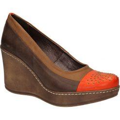 CZÓŁENKA KARINO 0715/047-. Brązowe buty ślubne damskie Casu, na koturnie. Za 159,99 zł.