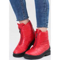 Czerwone Śniegowce In Winter. Czerwone buty zimowe damskie vices, z materiału, z okrągłym noskiem, na obcasie. Za 129,99 zł.