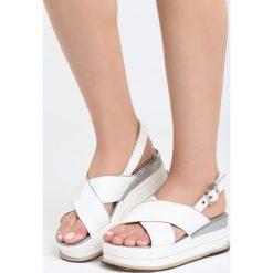 Białe Sandały Halfway To Paradise. Białe sandały damskie Born2be, z materiału, na koturnie. Za 69,99 zł.