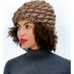 Czapki zimowe damskie: Brązowa czapka na drutach z wełny merynosów
