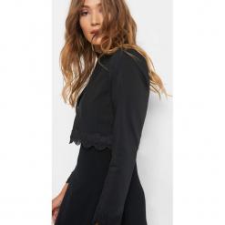 Bolerko z koronkową wstawką. Czarne bolerka i narzutki damskie marki Orsay, z bawełny. Za 119,99 zł.
