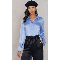Rut&Circle Plisowana koszula Maci - Blue. Niebieskie koszule wiązane damskie Rut&Circle, z poliesteru, z długim rękawem. Za 121,95 zł.
