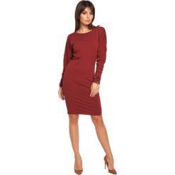 COURTNEY Sukienka z dekoltem i wstążką na plecach - bordowa. Czerwone sukienki marki BE, na co dzień, l, z dekoltem na plecach, z długim rękawem, oversize. Za 136,99 zł.