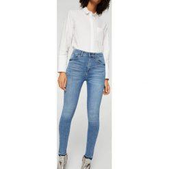Mango - Jeansy Soho. Niebieskie jeansy damskie Mango, z aplikacjami, z bawełny, z podwyższonym stanem. W wyprzedaży za 99,90 zł.