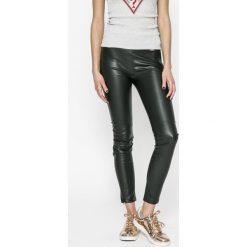 Guess Jeans - Legginsy. Szare legginsy skórzane marki Guess Jeans. W wyprzedaży za 299,90 zł.