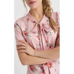 Odzież damska: T-Shirt z kokardą