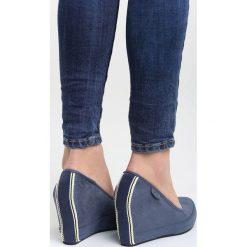 Granatowe Koturny Riparian. Niebieskie buty ślubne damskie Born2be, z materiału, z okrągłym noskiem, na koturnie. Za 89,99 zł.