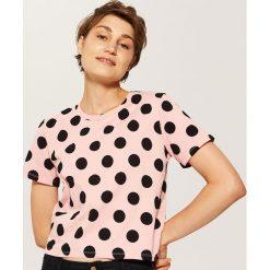 T-shirty damskie: T-shirt w groszki – Różowy