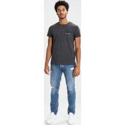 Calvin Klein Jeans BOLAN REGULAR FIT Tshirt z nadrukiem grey. Szare koszulki polo Calvin Klein Jeans, m, z nadrukiem, z bawełny. Za 229,00 zł.