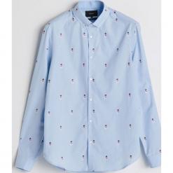 Koszula z motywem świątecznym - Niebieski. Białe koszule męskie marki Reserved, l, z dzianiny. Za 119,99 zł.