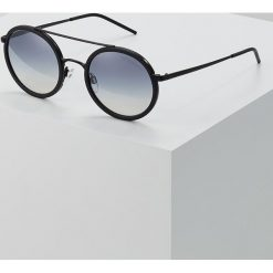 Emporio Armani Okulary przeciwsłoneczne black/blue. Czarne okulary przeciwsłoneczne męskie wayfarery Emporio Armani. Za 649,00 zł.