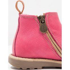 Kavat NYMÖLLA Botki cerise. Czerwone buty zimowe damskie Kavat, z materiału. W wyprzedaży za 169,50 zł.