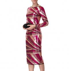 Sukienka w kolorze różowym ze wzorem. Czerwone sukienki na komunię marki BOHOBOCO, z dekoltem na plecach, midi, proste. W wyprzedaży za 1069,95 zł.