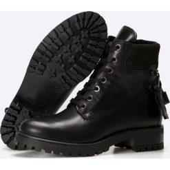 Carinii - Botki. Czarne buty zimowe damskie Carinii, z materiału, z okrągłym noskiem, na obcasie, na sznurówki. W wyprzedaży za 199,90 zł.