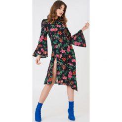NA-KD Boho Asymetryczna sukienka z głębokim rozcięciem - Multicolor. Szare sukienki asymetryczne marki Mohito, l, z asymetrycznym kołnierzem. Za 40,95 zł.