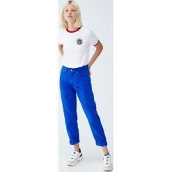 """Koszulka """"Where is Waldo?"""". Niebieskie t-shirty damskie marki Pull&Bear. Za 69,90 zł."""