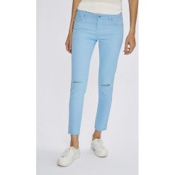 Answear - Jeansy. Niebieskie jeansy damskie ANSWEAR. W wyprzedaży za 49,90 zł.