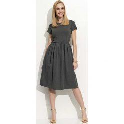 Sukienki: Grafitowa Sukienka Klasyczna Rozkloszowana z Krótkim Rękawem