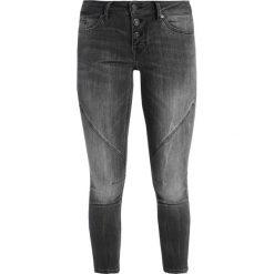 Mustang JASMIN BUTTON Jeansy Slim Fit dark. Niebieskie jeansy damskie marki Mustang, z aplikacjami, z bawełny. Za 389,00 zł.