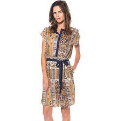 Wiskozowa sukienka ze stójką przy dekolcie BIALCON. Brązowe sukienki boho marki BIALCON, na imprezę, z wiskozy, ze stójką. W wyprzedaży za 102,00 zł.