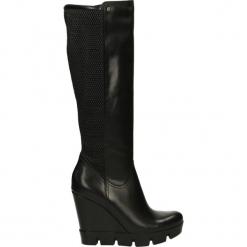 Kozaki ocieplane - 2766 308P NER. Czarne buty zimowe damskie marki Kazar, z futra, przed kolano, na wysokim obcasie, na koturnie. Za 279,00 zł.