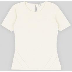 Sweter kaszmirowy w kolorze białym. Białe swetry klasyczne damskie marki Ateliers de la Maille, z kaszmiru, z okrągłym kołnierzem. W wyprzedaży za 318,95 zł.