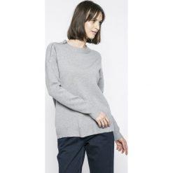 Vero Moda - Sweter. Szare swetry klasyczne damskie Vero Moda, l, z dzianiny, z okrągłym kołnierzem. W wyprzedaży za 79,90 zł.