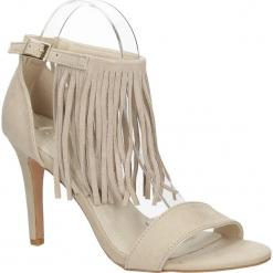 Sandały z frędzlami na szpilce Casu LS39602. Szare sandały damskie z frędzlami marki Casu, na szpilce. Za 49,99 zł.