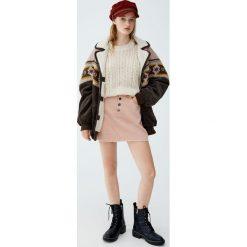 Sztruksowa spódnica z guzikami. Niebieskie spódniczki marki Pull&Bear. Za 69,90 zł.