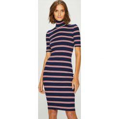 Answear - Sukienka Femifesto. Szare sukienki dzianinowe marki ANSWEAR, na co dzień, l, casualowe, z golfem, mini, dopasowane. W wyprzedaży za 119,90 zł.