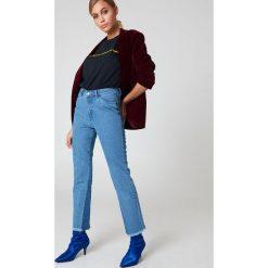Spodnie damskie: NA-KD Jeansy ze wstawką wzdłuż nogawek - Blue