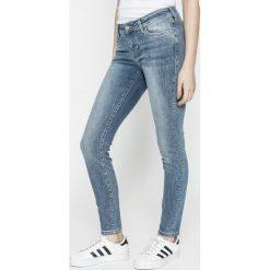 Mustang - Jeansy Jasmin. Niebieskie jeansy damskie relaxed fit marki Mustang, z aplikacjami, z bawełny. W wyprzedaży za 219,90 zł.